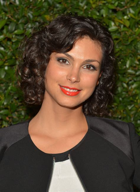 morena baccarin short curls lookbook stylebistro