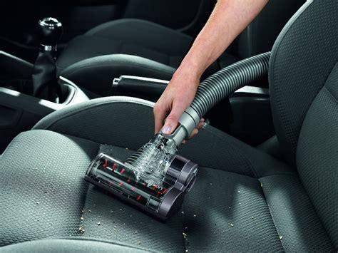 test du kit nettoyage voiture dyson pour aspirateurs dyson