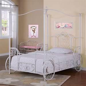 Lit En Fer Forgé Blanc : le lit carrosse nous rappelle la magie de l 39 enfance ~ Teatrodelosmanantiales.com Idées de Décoration