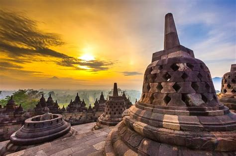 borobudur temple largest buddhist monument   world