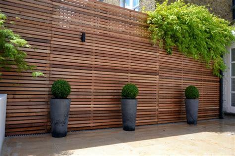 Holzzaun Und Sichtschutz Aus Holz Im Garten Bauen