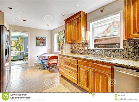 cuisine en equilibre pièce de cuisine avec l 39 équilibre d 39 éclaboussure de dos de