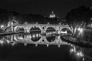 Stampe artistiche, quadri e poster con bianco e nero, fiume, ponti, roma, roma di notte, tevere