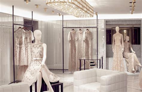 valentino reinvents  parisian flagship store global blue