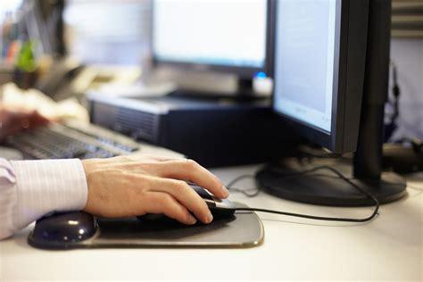 travail au bureau travail à domicile les employés se disent plus productifs