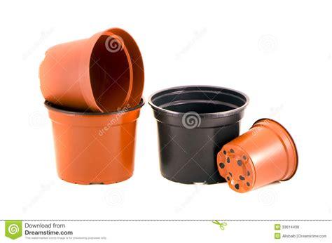 pots de fleurs en plastique pour les fleurs et la plante d isolement sur le blanc photo