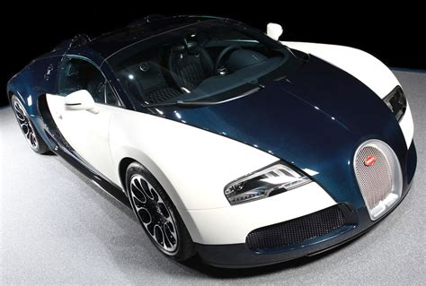 Bugatti Veyron Review by Photo Gallery Bugatti Veyron Photos Price And Review