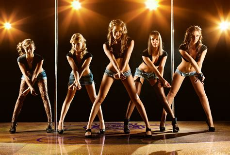 papel de parede modelo dancando shorts jean grupo de