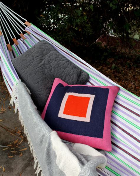 How To Make A Hammock With A Sheet by How To Easy Diy Summer Hammock 187 Curbly Diy Design