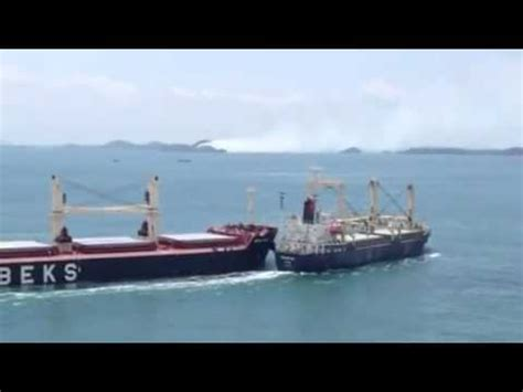 Big Boat Collisions by Bulk Carrier And Cargo Ship Collide In The Straits Of