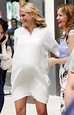 Cameron Diaz is pregnant and kissing on the set of The ...