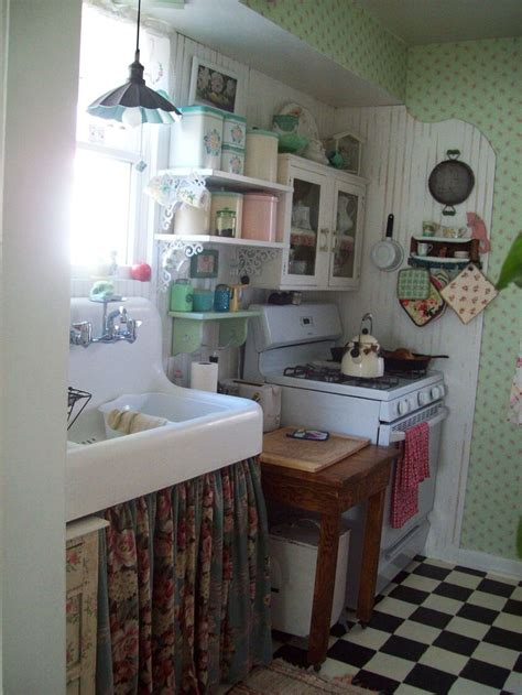 tiny cottage kitchens best 25 small cottage kitchen ideas on cozy 2838