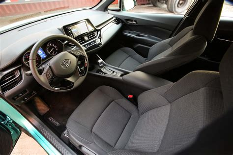 toyota  hr interior seats motor trend en espanol