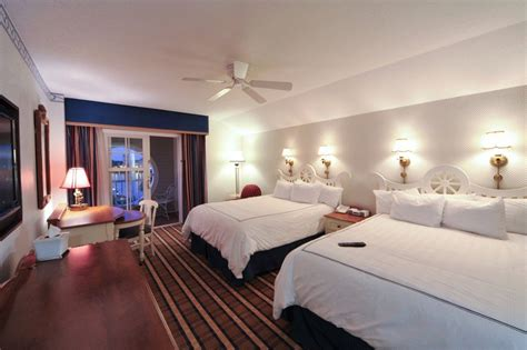 3 Bedroom Suites Near Disney World by Disney S Yacht Club Resort Disney Tips Go Mom