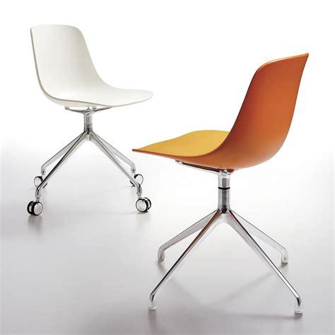 chaise de bureau sans roulettes loop binuance r chaise pivotante infiniti en métal