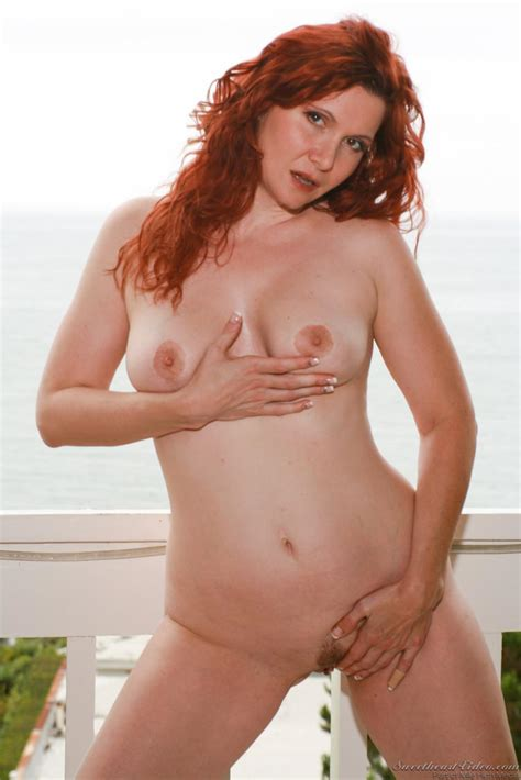 The Redhead Milf Nica Noelle Shows Body In Lingerie And