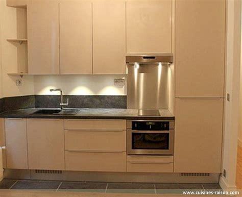 cuisine petits espaces cuisine couloir parallele stratifie fonce 75