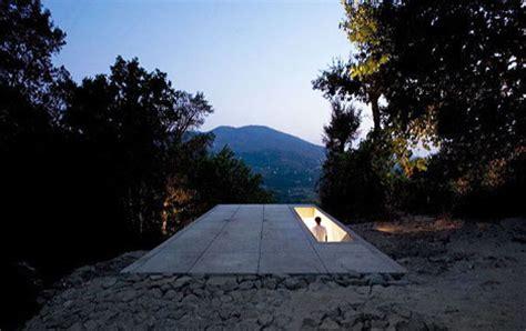 stepped modern house   slope designs ideas  dornob