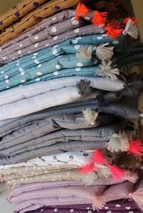 les 25 meilleures idees de la categorie plaid canape sur With tapis bébé avec plaid en tissu pour canapé