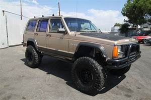 1990 Jeep Cherokee : purchase used 1990 jeep cherokee pioneer 4 door 4wd lifted automatic 6 cylinder no reserve in ~ Medecine-chirurgie-esthetiques.com Avis de Voitures