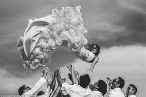 best wedding photos 2014 39 s best wedding photographs revealed daily mail