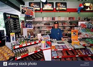 Ethanol Berlin Shop : elf oil gas station display counter food cigarettes ~ Lizthompson.info Haus und Dekorationen