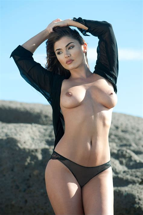 India Reynolds Sexy And Topless Page3 4 Photos