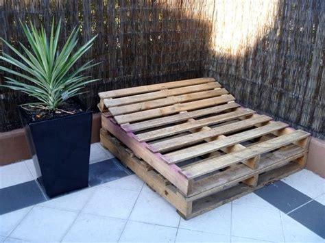 build  pallet day bed   easy steps freckles