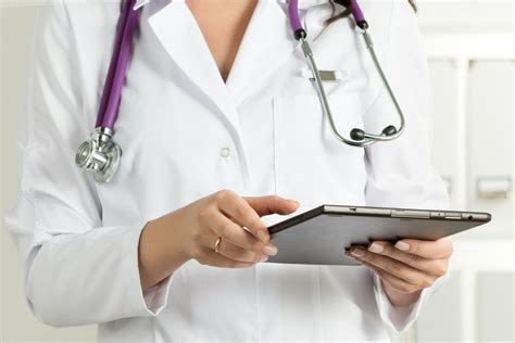 Doctor Tablett by Doctor Holding Tablet Qtc Recruitment
