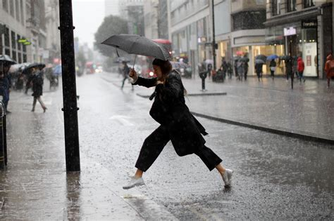 london rain weather umbrella torrential sunny forecast standard today rainfall going temperature why britain evening dont licensors afp