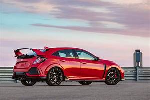 Honda Civic 9 Type R : 2018 honda civic type r gets small price bump motor trend ~ Melissatoandfro.com Idées de Décoration