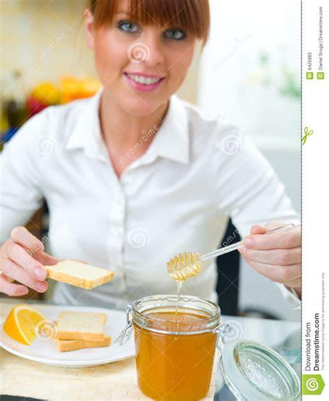 femme plus cuisine femme de cuisine photos stock image 6426883