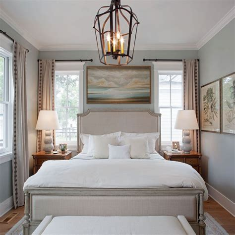 Decorating Ideas For Narrow Bedroom by 25 Best Ideas About Traditional Bedroom On