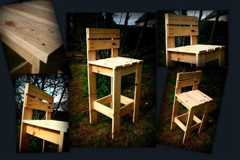 chaise en bois de palette chaise de bar en bois de palette récup