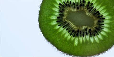 cuisiner le kiwi zoom sur le kiwi un fruit pas tout à fait comme les