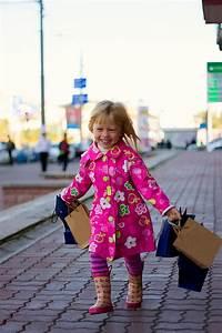 Mädchen Spielzeug 3 Jahre : freundliches blondes m dchen 3 jahre alt mit dem einkaufen ~ A.2002-acura-tl-radio.info Haus und Dekorationen