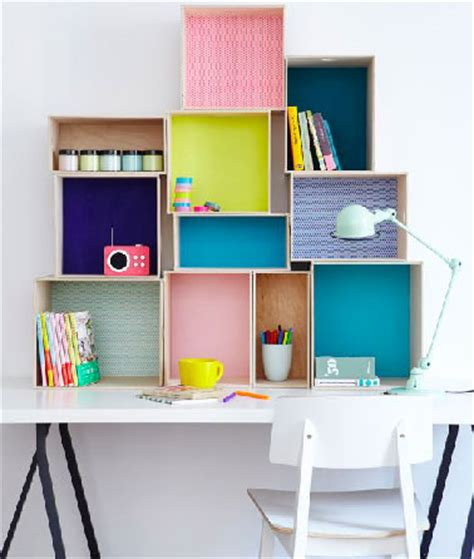 bureau pour enfant avec boites rangement en mural
