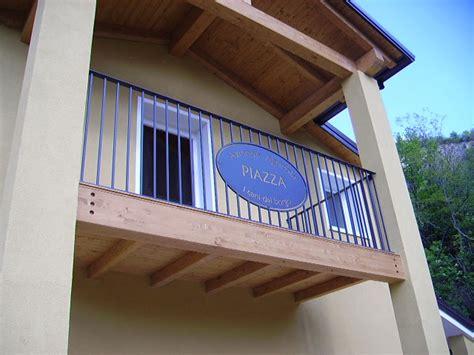ringhiera legno esterno ringhiere per balconi a rovigo vicenza