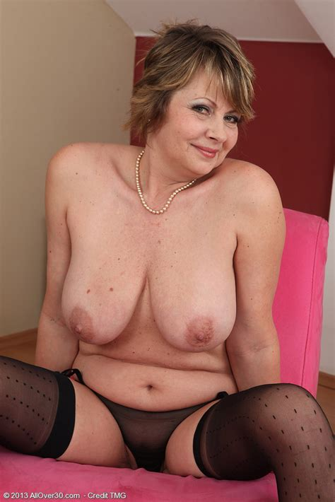 Sexy Mommy Donna Marie Flaunt Her Goodies Milf Fox