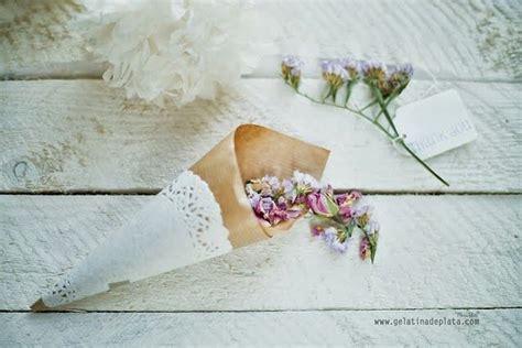 DIY: Conos de papel para el arroz o los pétalos de tu boda