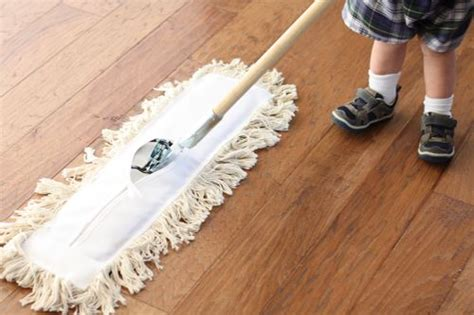 Dust Broom For Hardwood Floors by How To Quickly Clean Hardwood Floors Small Notebook