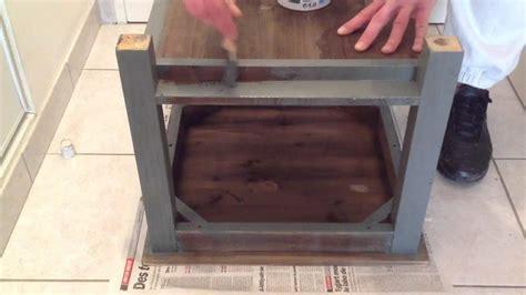 repeindre meubles de cuisine mélaminé peindre un meuble en bois peinture bois