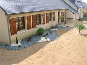 ide amnagement paysager devant maison perfect stunning With amazing idee amenagement jardin devant maison 9 amenager une entree de maison moderne