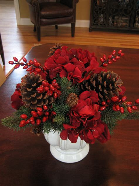 Dining Room Set Examples With Christmas Centerpieces For