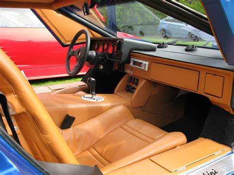 File:Lamborghini Countach interior.jpg - Wikimedia Commons