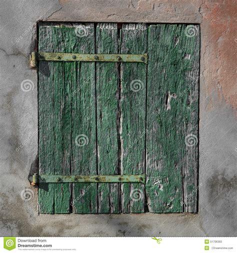 vieux volets en bois vieux volet en bois vert rouill 233 photo stock image 51706393