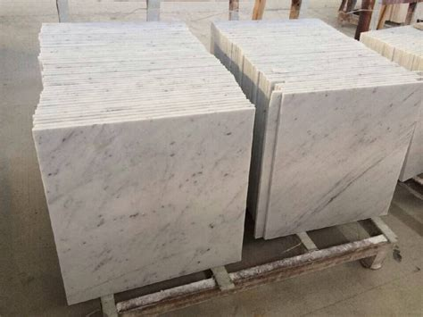 1cm thickness polished carrara white marble flooring