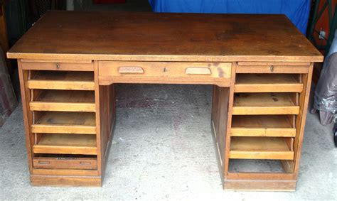 customiser un bureau en bois ancien bureau américain 1950 meuble de métier mam 39 zelle