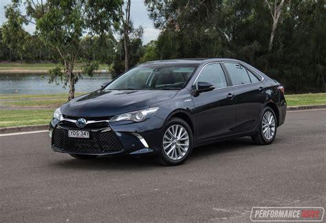 2017 Toyota Camry Hybrid Atara Sl Review (video