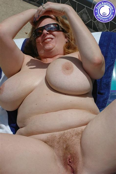 Big Breasted Redhead Sunbathing By The Pool Xxx Dessert Picture
